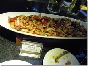 高雄漢神巨蛋海港餐廳,熟食區及沙拉吧。