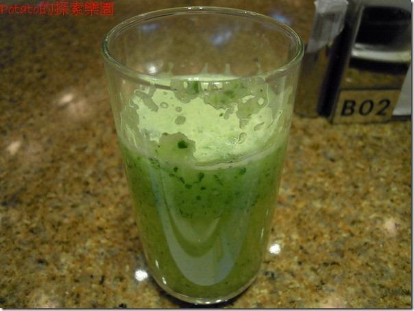 高雄漢神巨蛋海港餐廳。檸檬小黃瓜汁--超級好喝,非常美味可口。