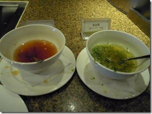 高雄漢神巨蛋海港餐廳。燒臘區--我喜愛的燒鴨臘味,沾一點油蔥醬,好愛這一味。