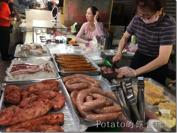 Potato喜歡「阿嘉香腸熟肉攤」的蟹丸、三色蛋、蒲燒鰻,買回家往餐桌一放就可以多增加一樣菜,不用在料理。