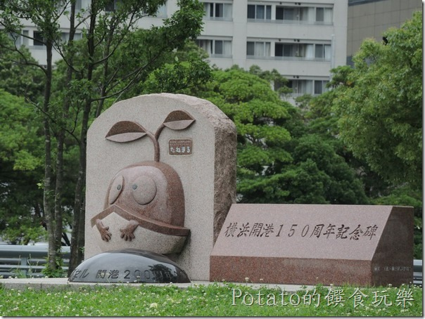 橫濱港口的開港紀念碑