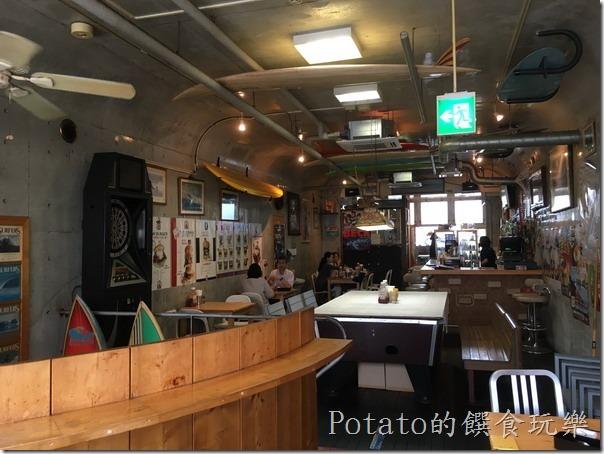 TSUNAMI餐廳二樓