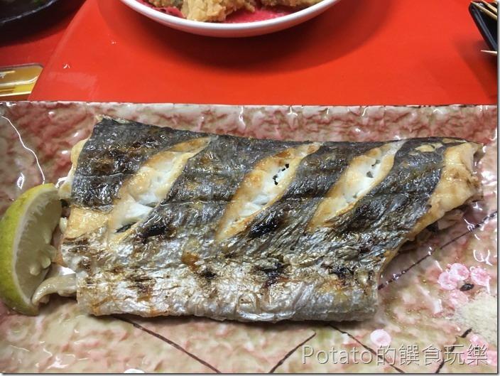 台南竹仔店海鮮燒烤考白帶魚
