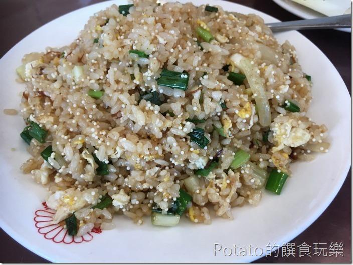 鼻頭港阿珠海鮮飛魚卵炒飯1
