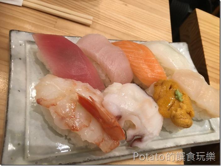 築地市場海鮮丼1