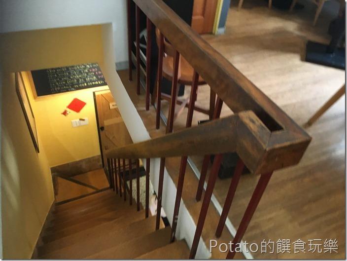 小巷裡的11號樓梯