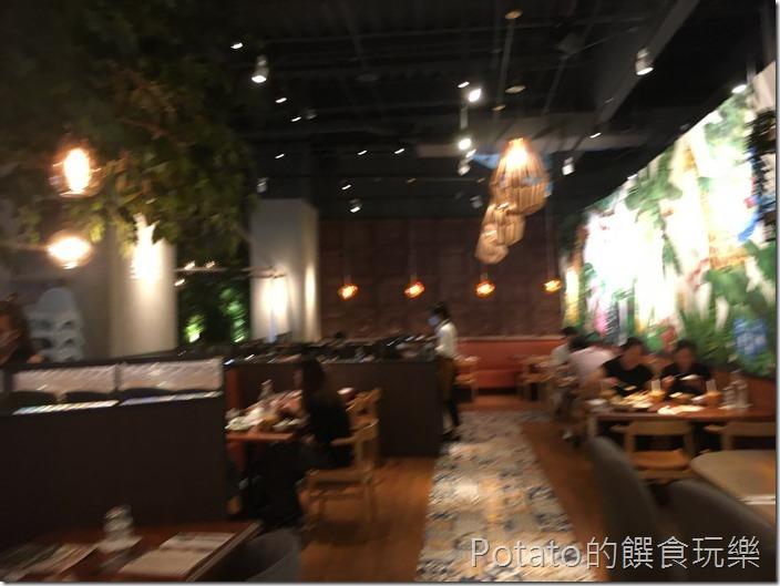 右手餐廳位置1