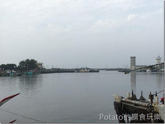 蚵仔寮漁港白天