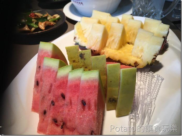 新東南海鮮餐廳飯後水果