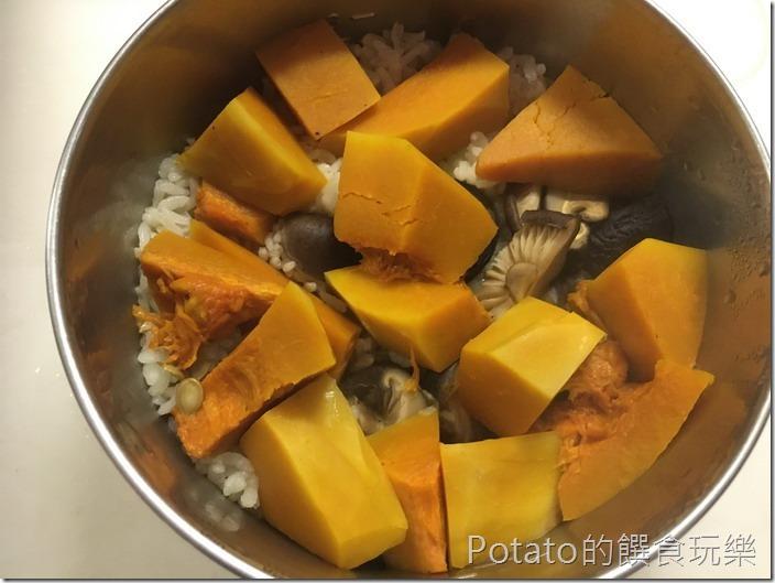 南瓜臘味飯蒸煮