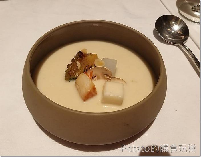 尼法法式餐廳海鮮濃湯