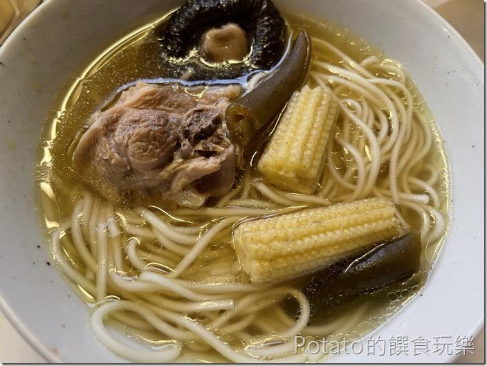 剝皮辣椒雞湯麵