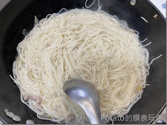 酸白菜彩椒麵煮麵