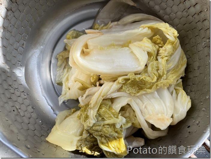 酸白菜彩椒麵自製酸白菜